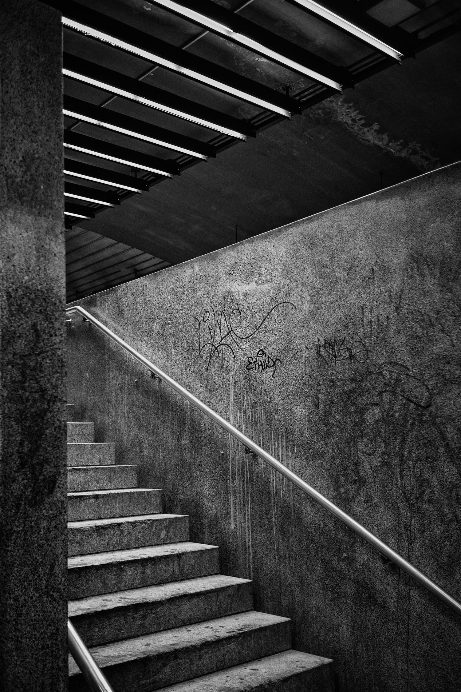 8_Grafitis Metro MTL-0212-19-Opt BnW Final.jpg