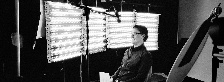 Photographies de plateau prises durant le tournage de l'émissions Créer pour ArtTV. Présentée par René Richard Cyr.  Production/Réalisation: Jean Sébastien Ouellet Direction Photo:Jean-François Gratton.  Hasselblad Xpan, Kodak 400 Tri-X. Montréal2012.