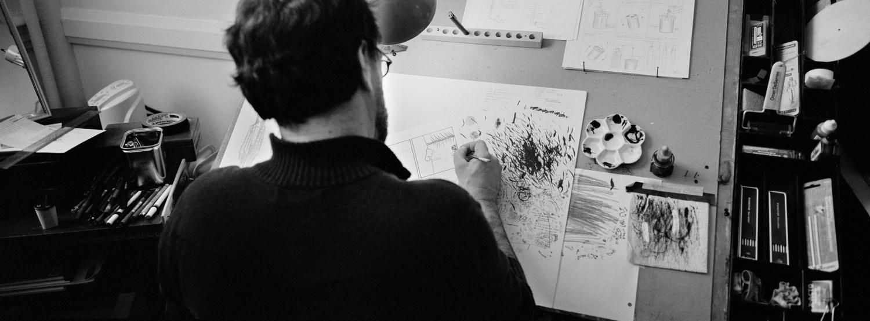Le bédéisteMichel Rabagliati, auteur de la série Paul au travail dans son atelier.