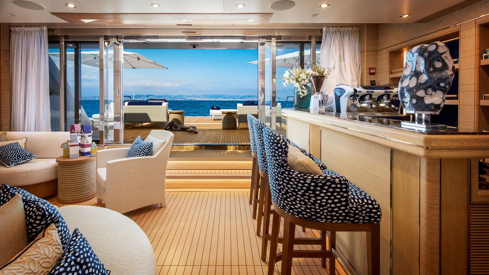 0WbBLDOhS0KE2M0wIGlx_Cloud-9-yacht-beach-club-bar-credit-maurizio-paradisi-crn-1920x1080.jpg