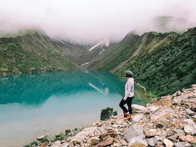 Hiking at 14,000 feet is extremely rewarding— I knew the past few months of training would pay off, yet that altitude still proved to require serious work.   To get to Lake Humantay before the crowds we had to get up at 3:30am to make the drive and begin our trek by 7am🌞  So thankful we took a private tour with our new friend, Jayder, with @inkapowerperu. Beyond worth it.   Sadly, even with the cold, I was super sweaty for this photo 🖤