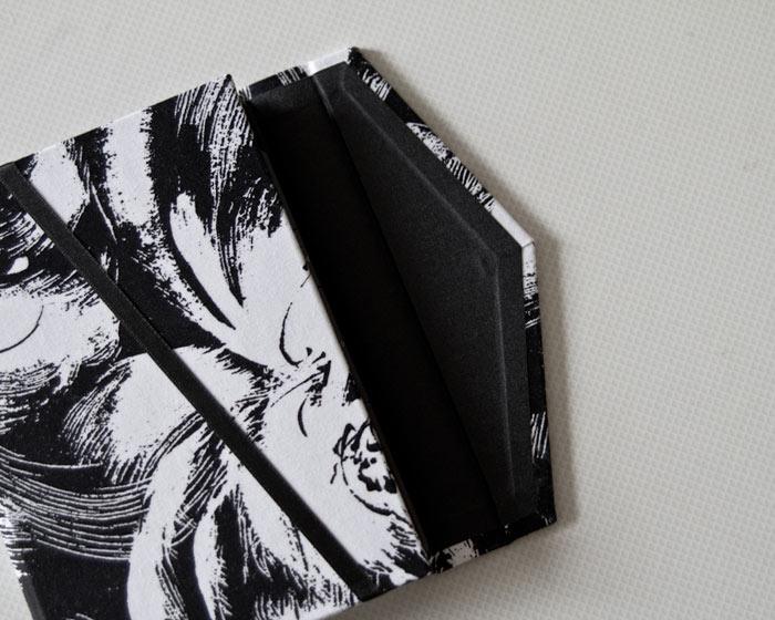 Magnetic angles closure & ribbon detailing