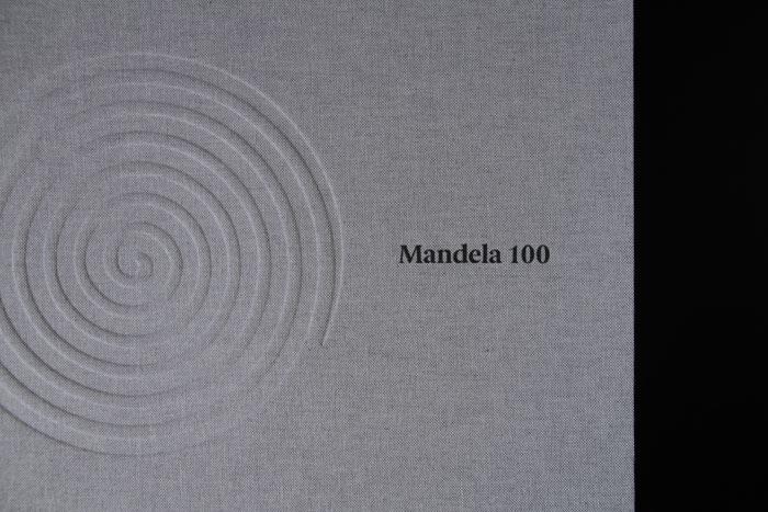 2_the_binding_studio_mandela100_box_uv_detail_web.jpg