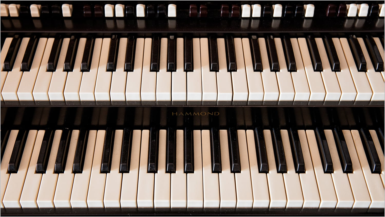 Organ Keyboard  © Howard Grill
