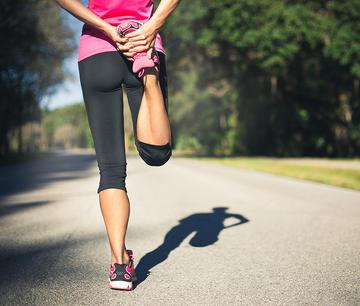 800-runner-stretching-leg.jpg