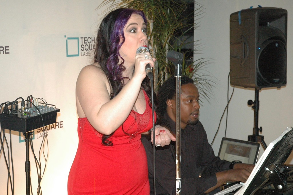 DaLesia singing.jpg