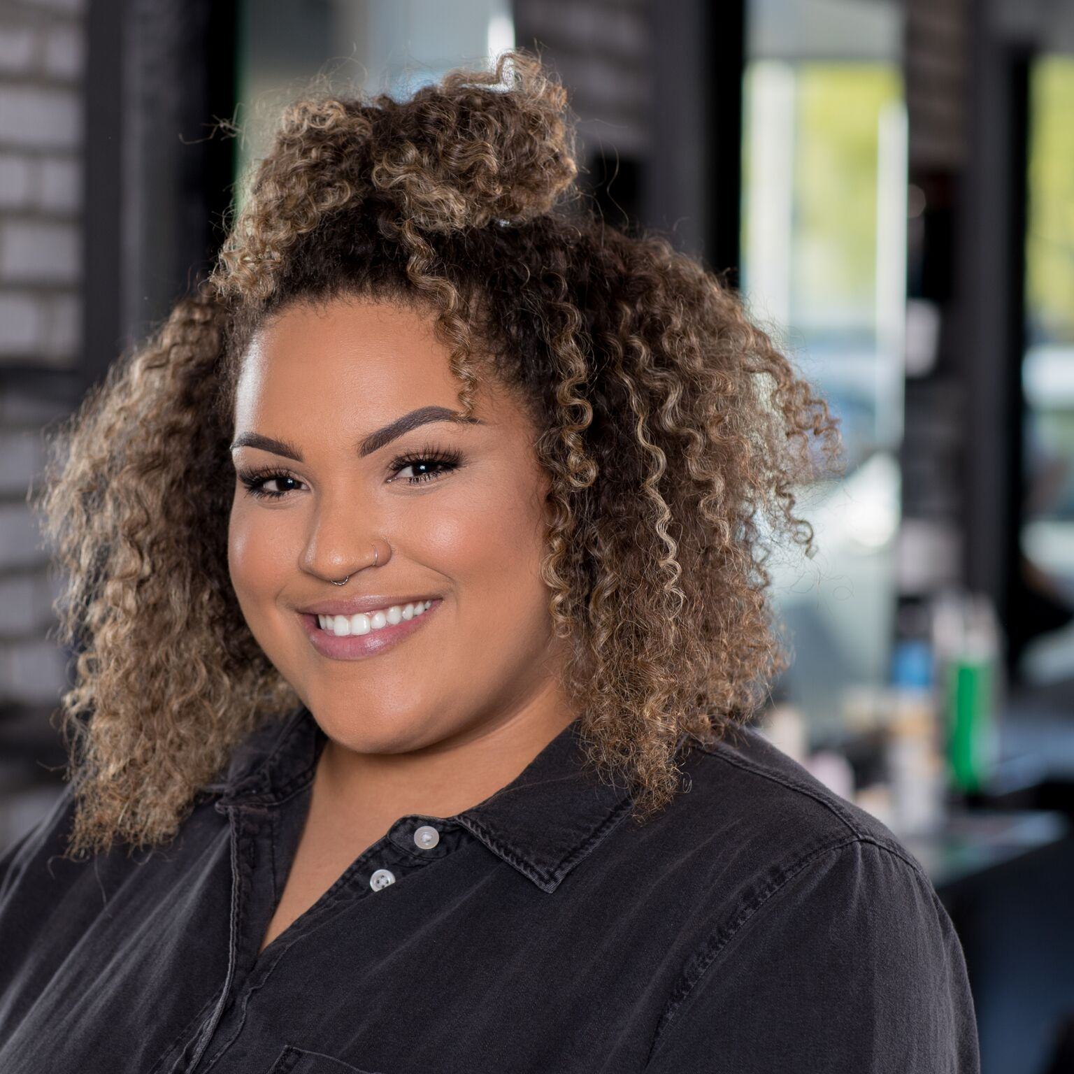STYLIST + COLORIST  ASSOCIATE   LOLO SHEPPARD    GET TO KNOW US