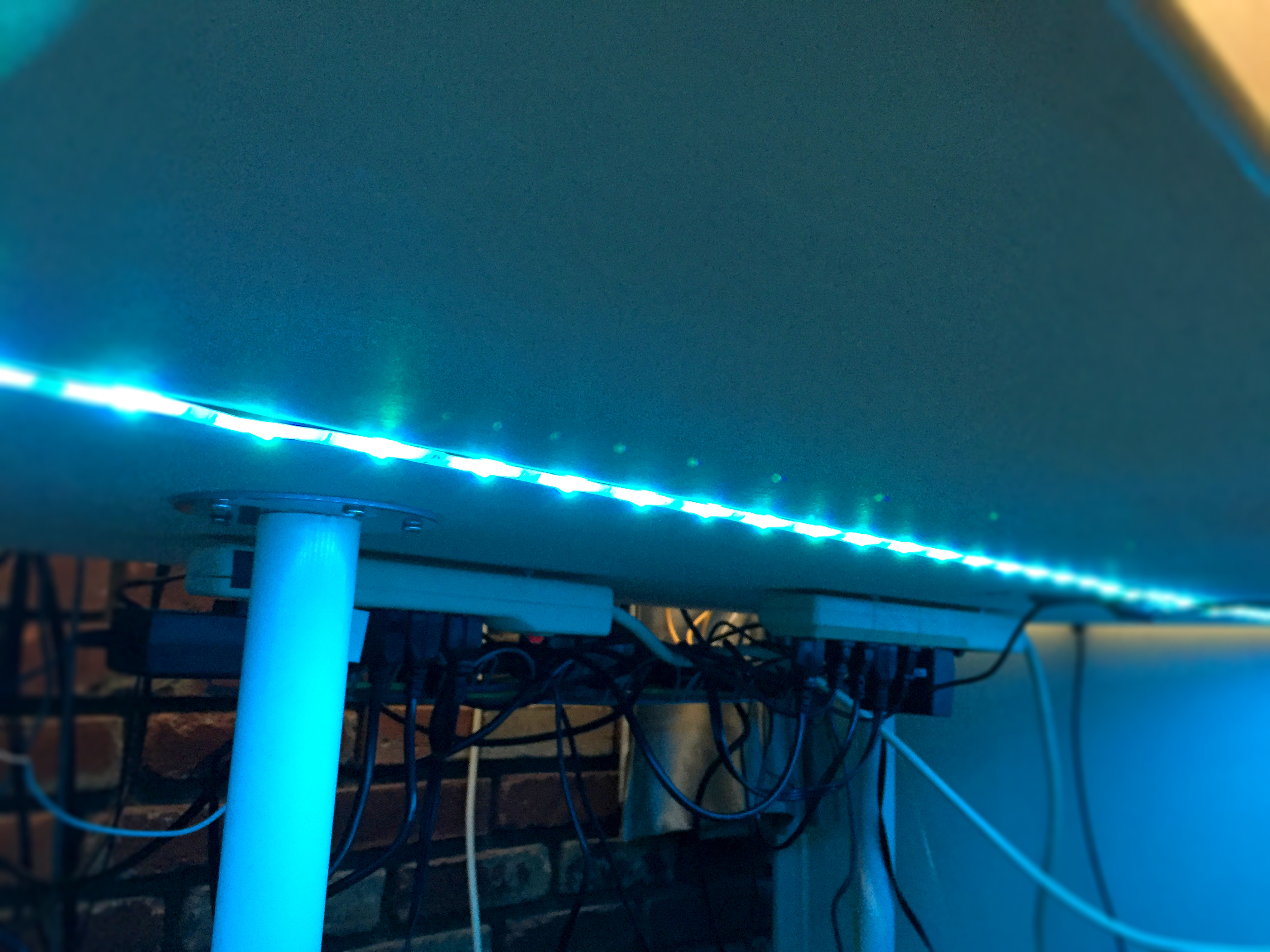 Closer look at the lights and cable management baskets
