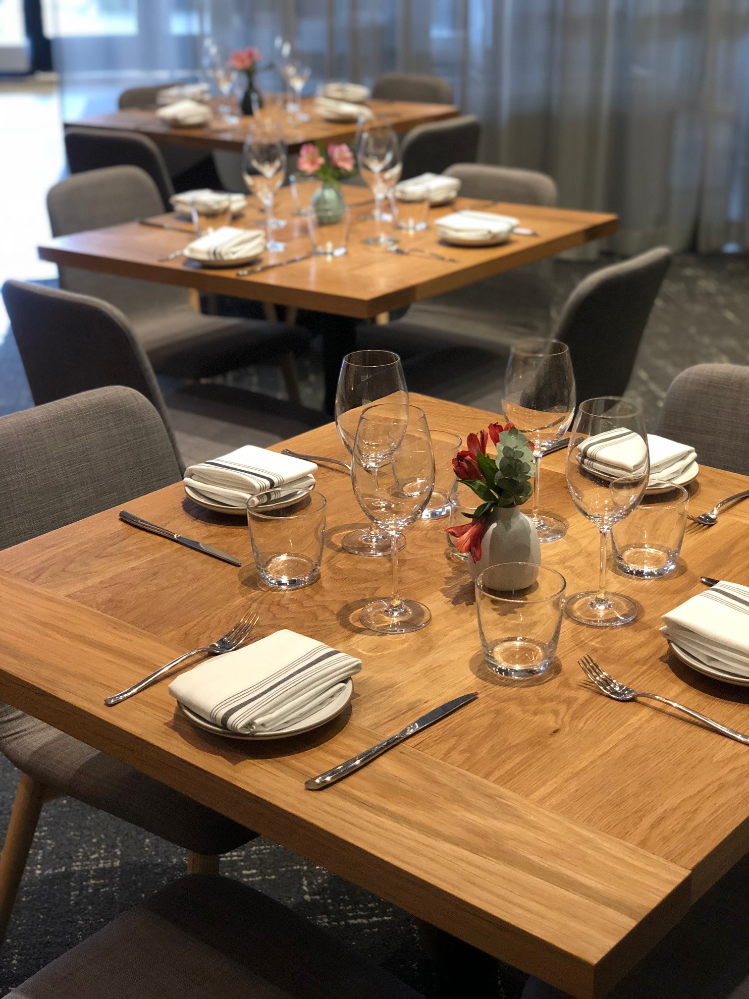 Chickadee Restaurant Dining Tables