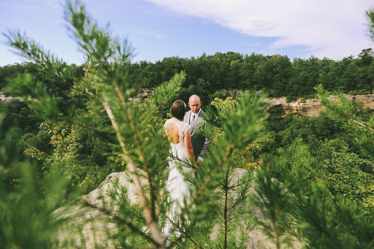 Cliff side first look in red river gorge wedding photographer