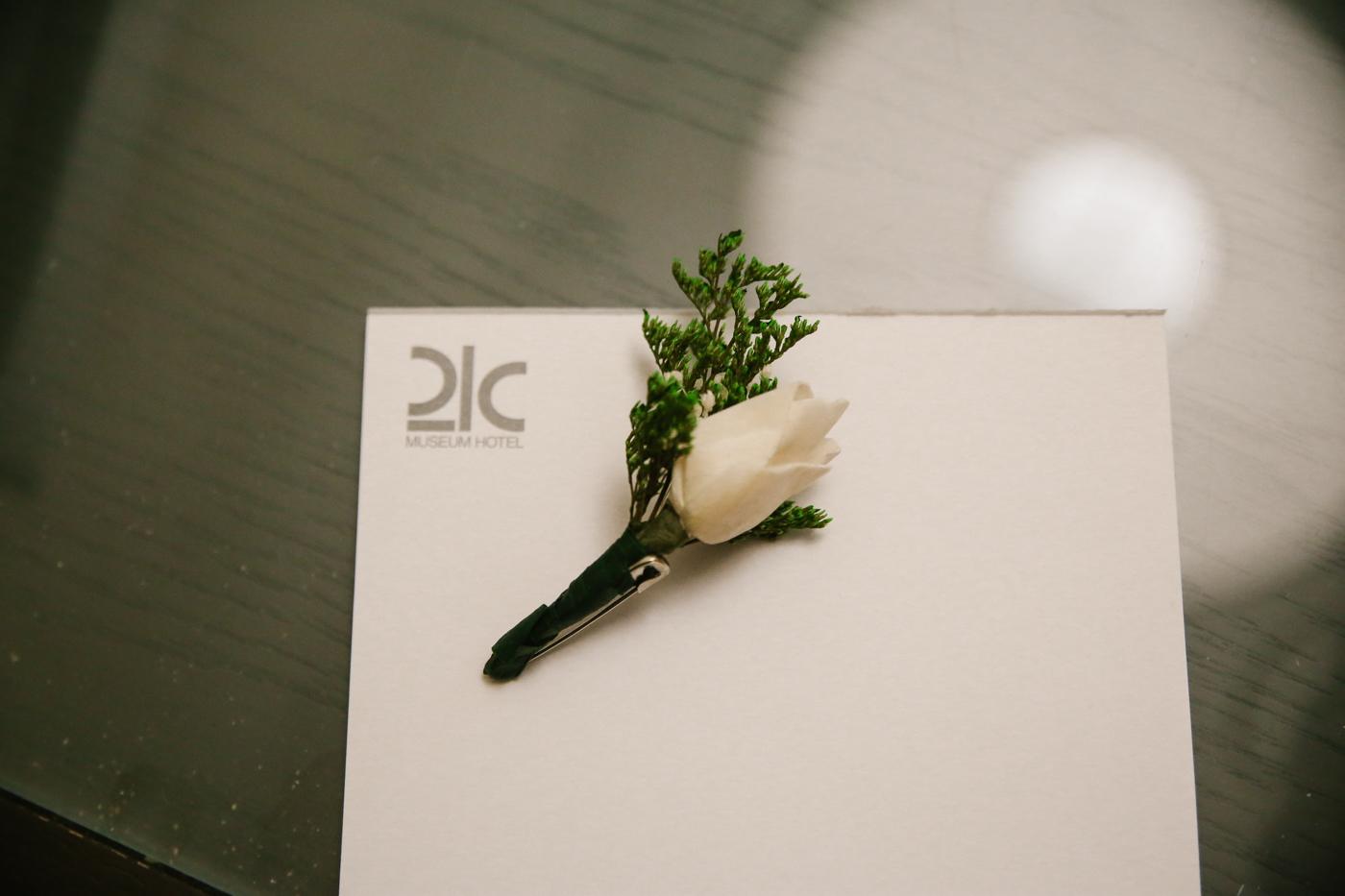 21c-rooftop-Louisville-elegant-kentucky-chicago-wedding-39.jpg