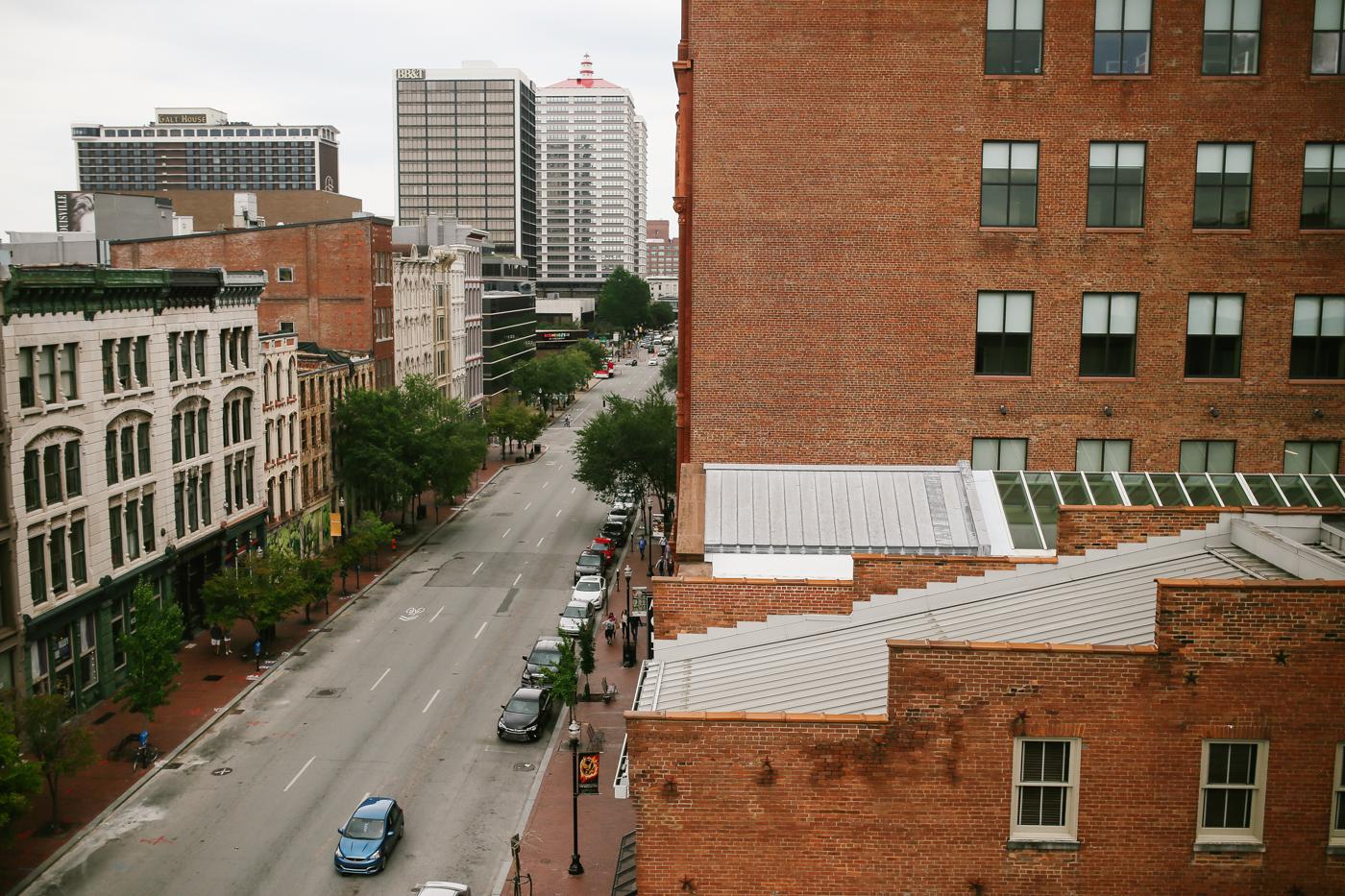 21c-rooftop-Louisville-elegant-kentucky-chicago-wedding-35.jpg