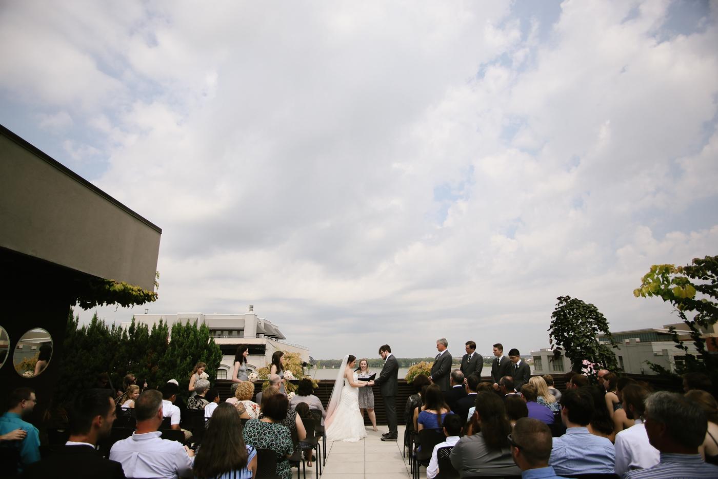 21c-rooftop-Louisville-elegant-kentucky-chicago-wedding-213.jpg