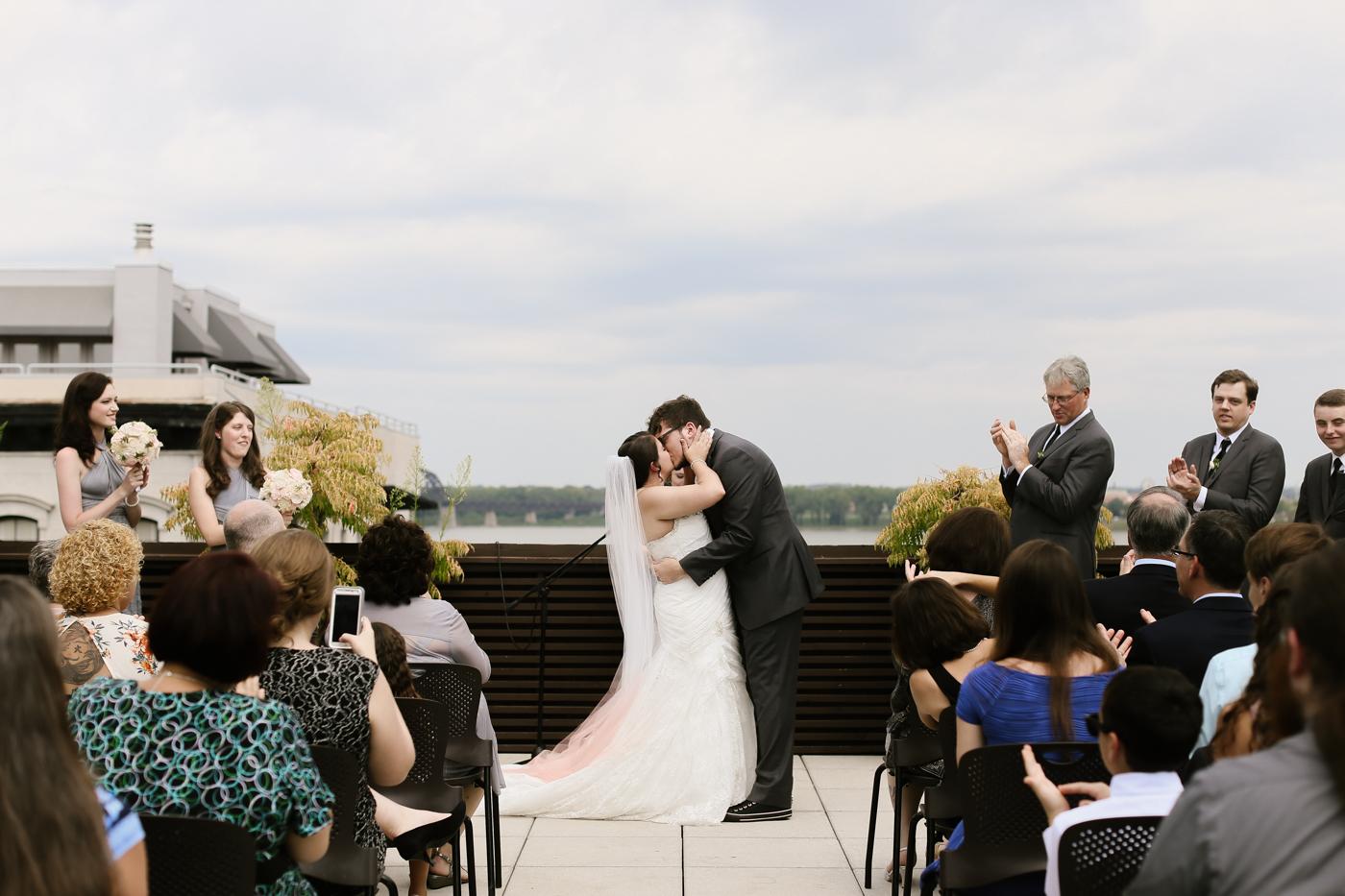 21c-rooftop-Louisville-elegant-kentucky-chicago-wedding-225.jpg