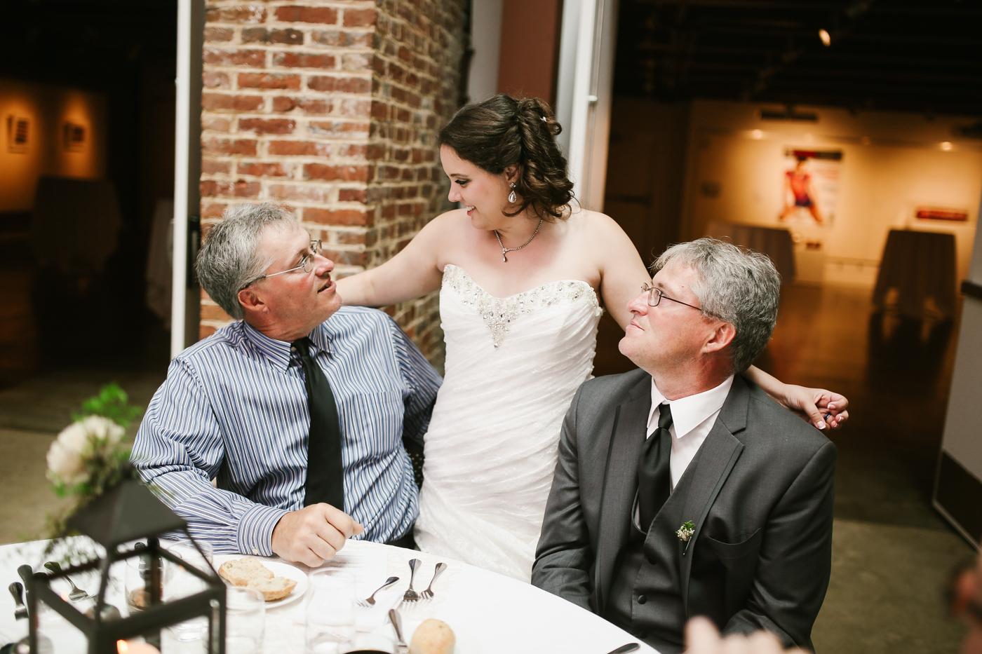 21c-rooftop-Louisville-elegant-kentucky-chicago-wedding-387.jpg
