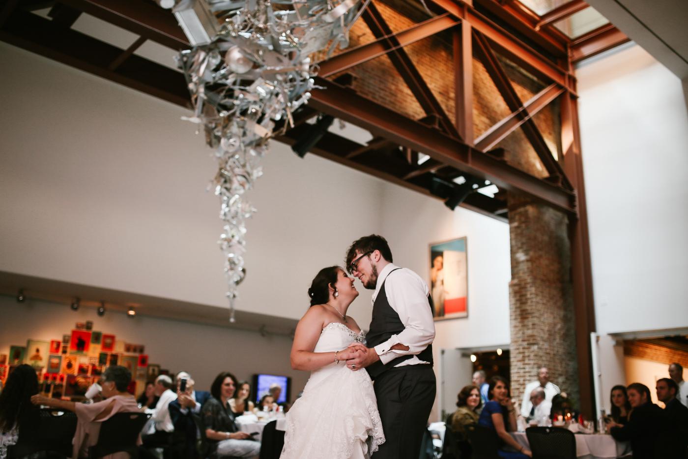 21c-rooftop-Louisville-elegant-kentucky-chicago-wedding-411.jpg