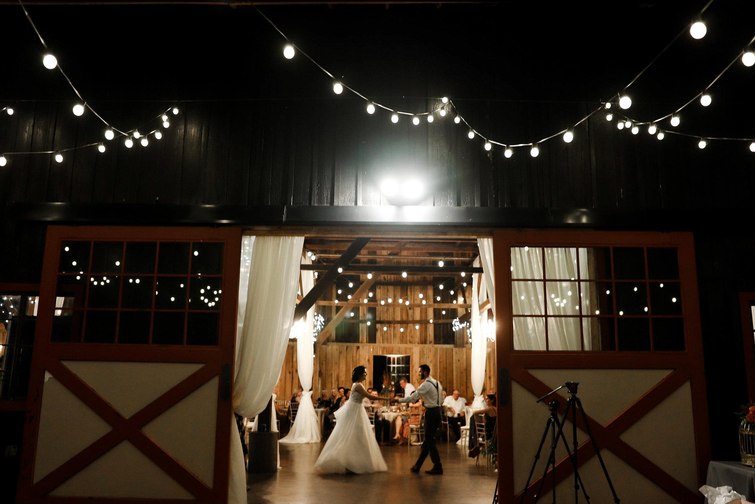 Evans-Orchard-Lexington-Kentucky-Fall-Wedding-38.jpg