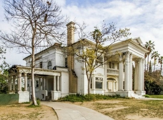 Historic Beckett mansion in Los Angeles is a Colonial Revival home built in 1905. Currently uninhabitable, it has been rented out as set for haunted house movies for many years and is believed to still be on the market.