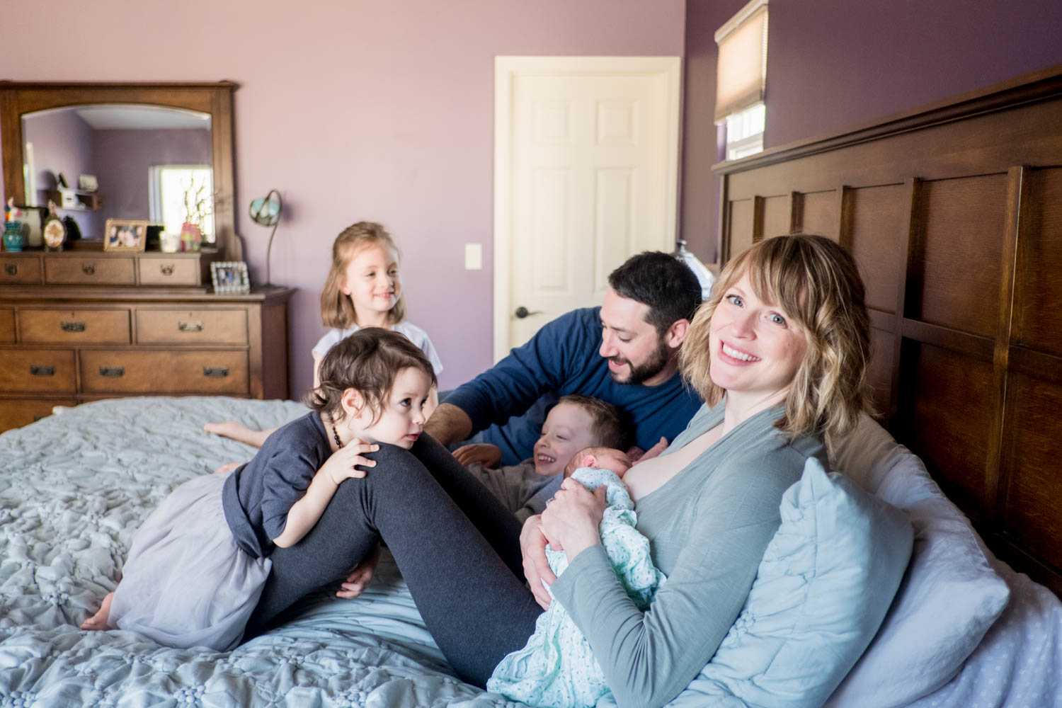 family-with-newborn-on-bed-chicago-newborn-photography--6.jpg