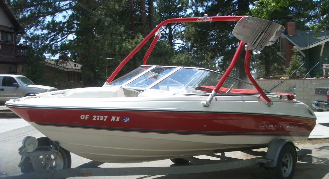 Wakeboard tower on a 1997 Bayliner 2050 ss