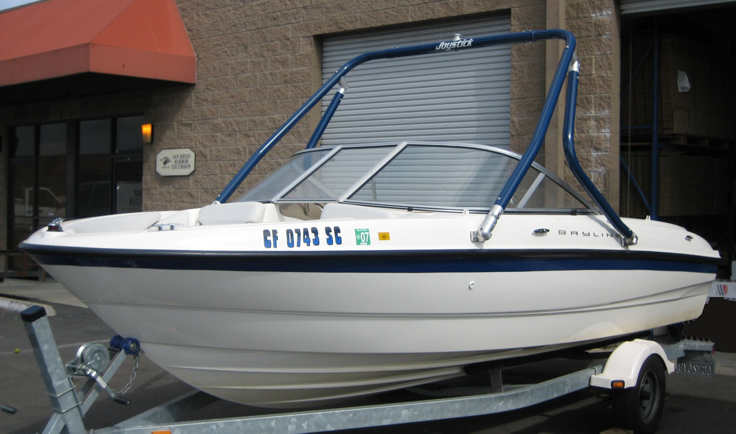 Wakeboard tower on a 2004 Bayliner 185
