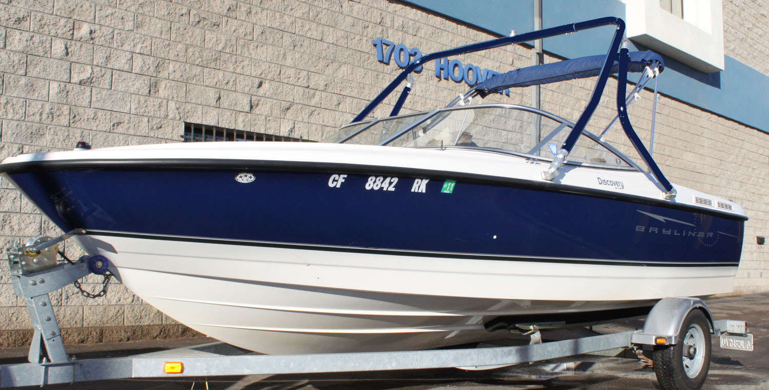 Wakeboard Tower on a 2007 Bayliner 215 discovery