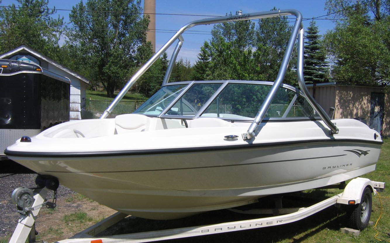 Wakeboard Tower on a 2009 Bayliner 175