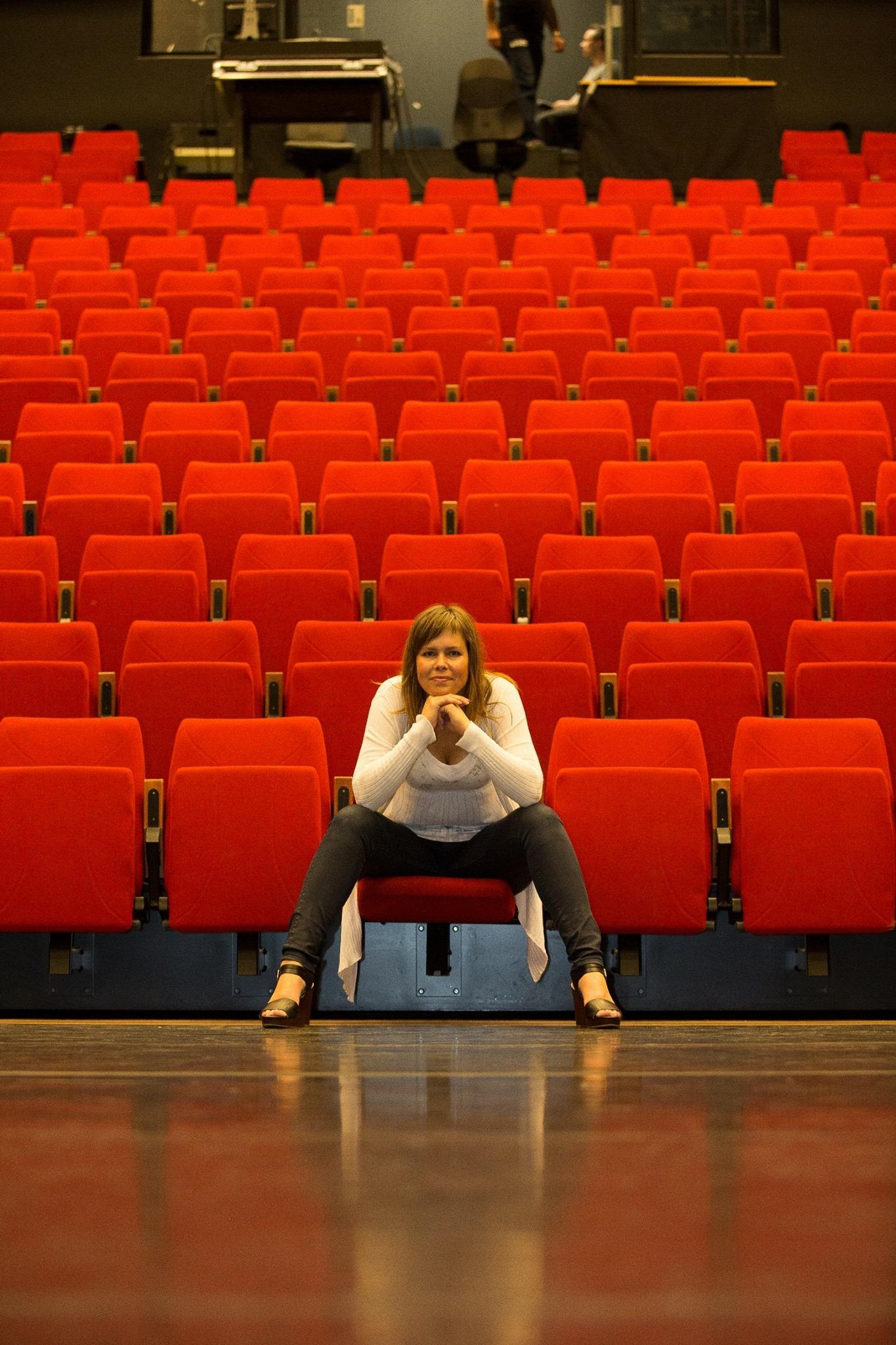 Nathalie Theater Rood kopie.JPG
