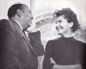 """Pablo Neruda con la moglie Matilde Urrutia, che ha curato la pubblicazione autobiografia del poeta dal titolo """"Confesso che ho vissuto"""""""