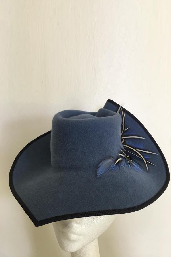 Peachbloom felt percher hat.png