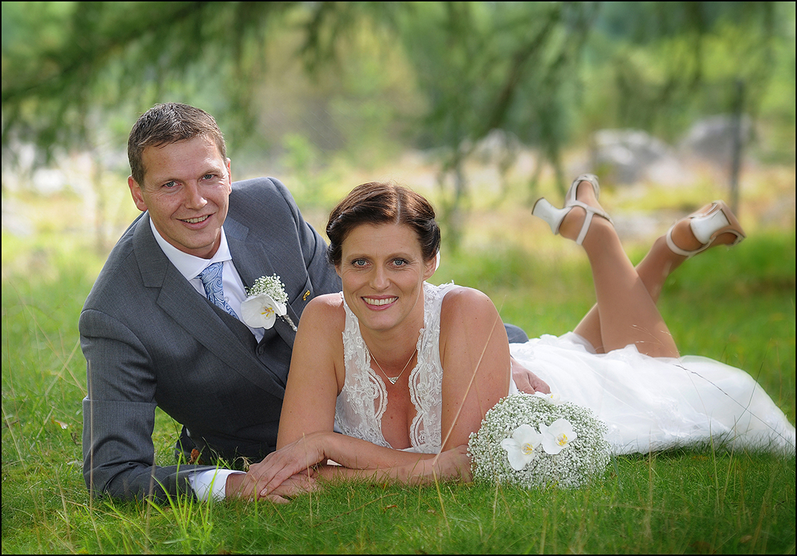 Marta Skogtun og Sigurd Hegland gifta seg i Husnes kyrkje 23.08.14. (Foto: Atle Helland)