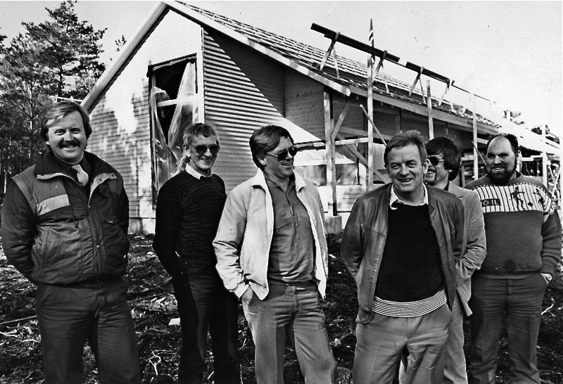 Karar med godt humør då Triohuset vart bygt (frå venstre): Jan B. Ingvaldsen, Haktor Grønningen, Arne Kaldestad, Nils Eknes, Otto Kolås og Richard Pedersen.