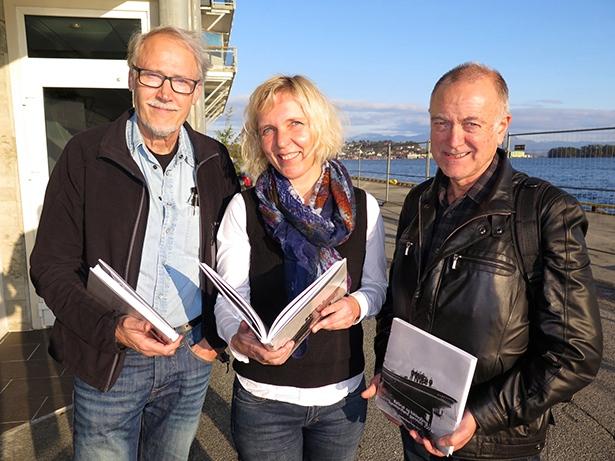 Konservator Tore Lande Moe, museumsleiar Jane Særsten Jünger og redaktør av årboka, Sjur Tjelmeland.
