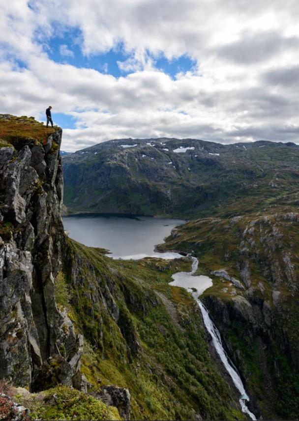 Flott utsyn mot Ringeriksfossen og Prestavatnet. (Foto: Lars Martin Teigen)