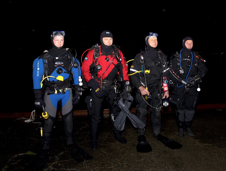 Halvard W. S. Ollikainen (frå venstre), Kristian Karlsen, Sigmund Nordfonn og Robert Tungesvik deltok i Divers night laurdag kveld. (Foto: Per Arne Leirvik)