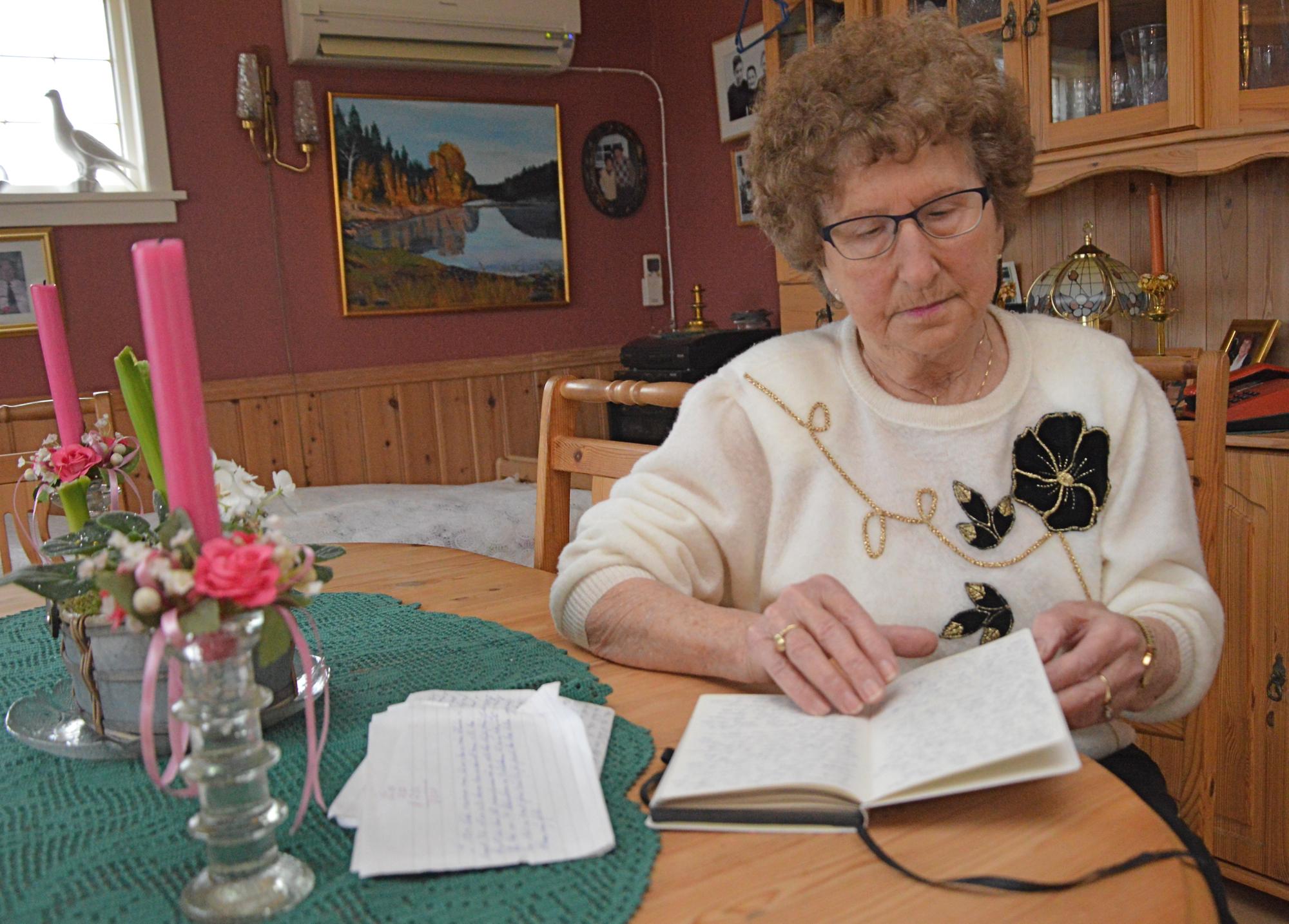 Karoline likar å skriva, både i dagbøker og i aviser.
