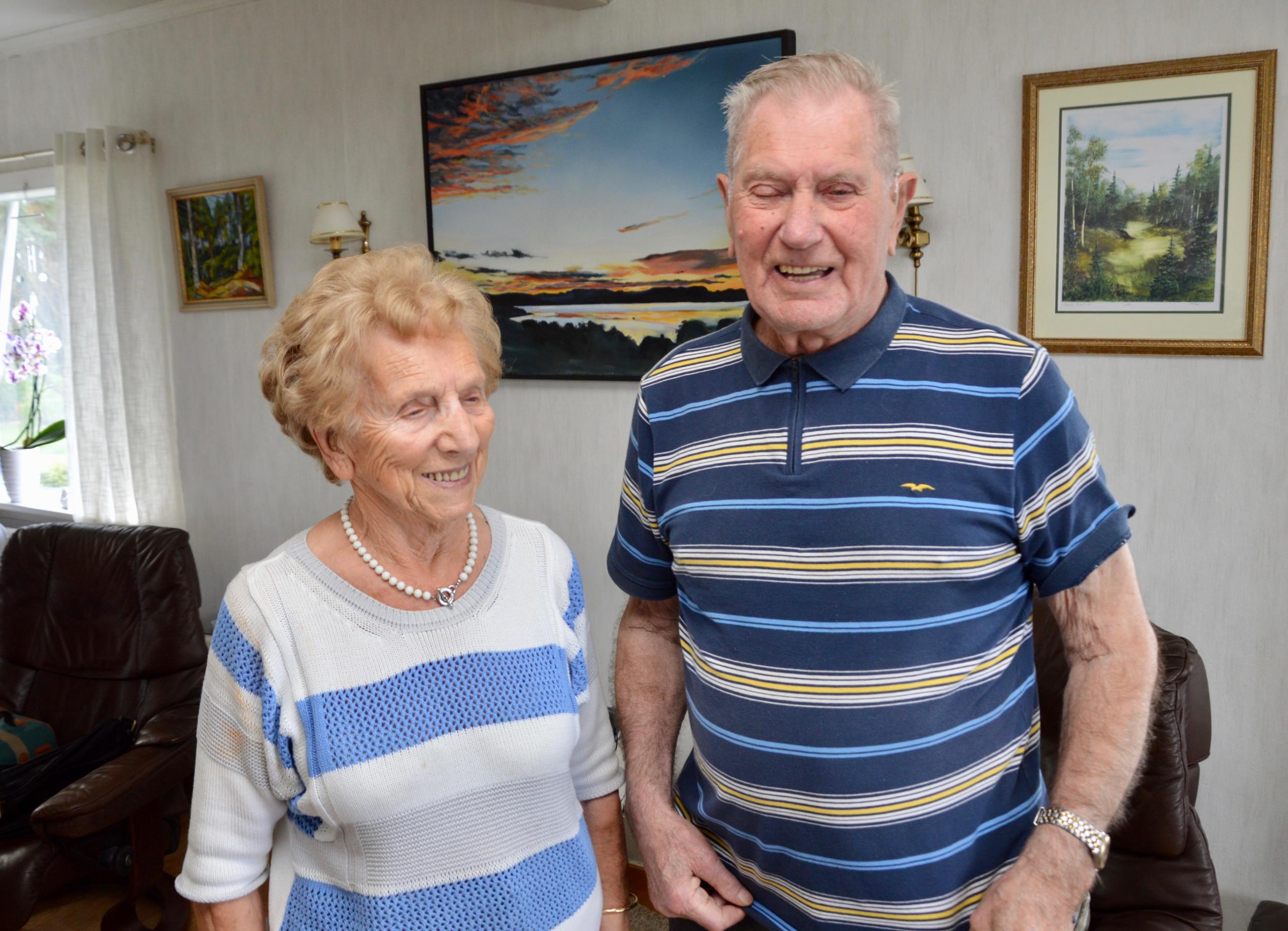 Godt humør og ein sunn levemåte er bra for folk i alle aldrar, seier Bjarne og Edith. Dei er glade for å vera to ilag når dei er så gamle.