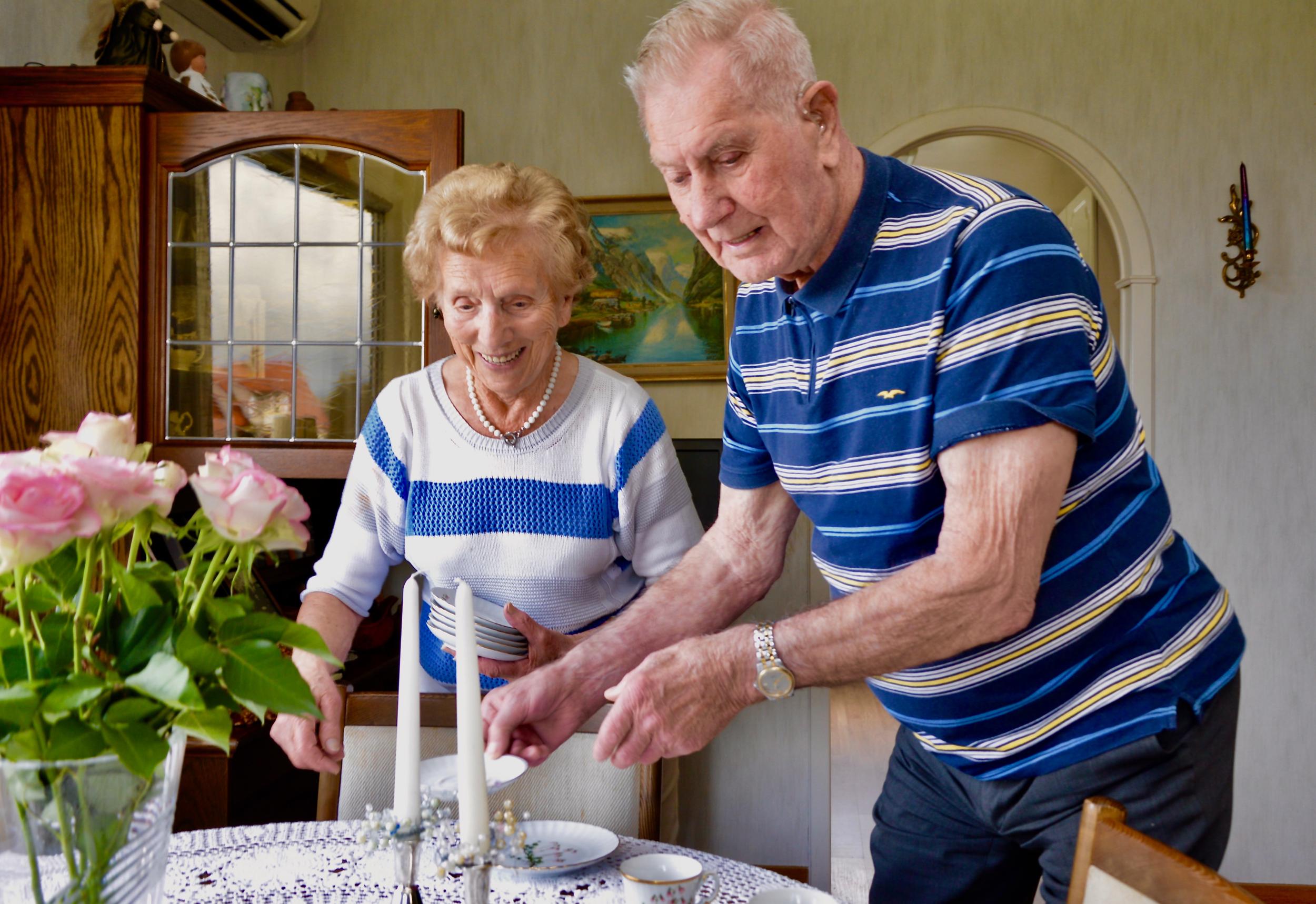 Bjarne og Edith er glade for at dei er to ilag når dei har nådd ein så høg alder.