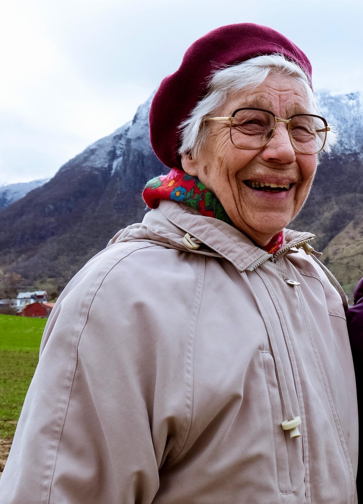 Kirsten Bøyum hugsar enno historia som far hennar fortalte. (Foto: Kristen Børje Hus).