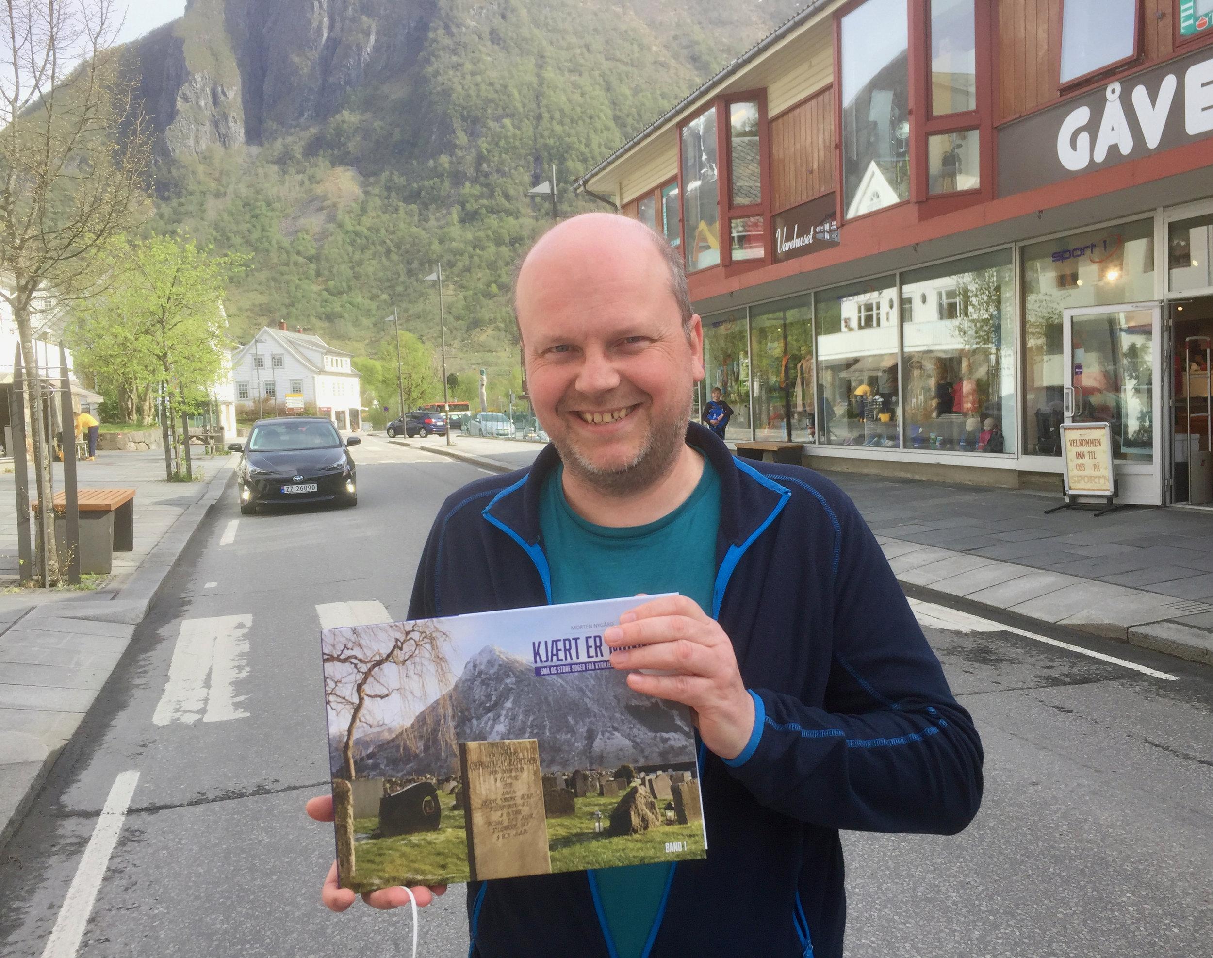 Morten Nygård har gjeve ut ei praktbok, og har planar om ei til med same tema. (Foto: Kristian Hus)