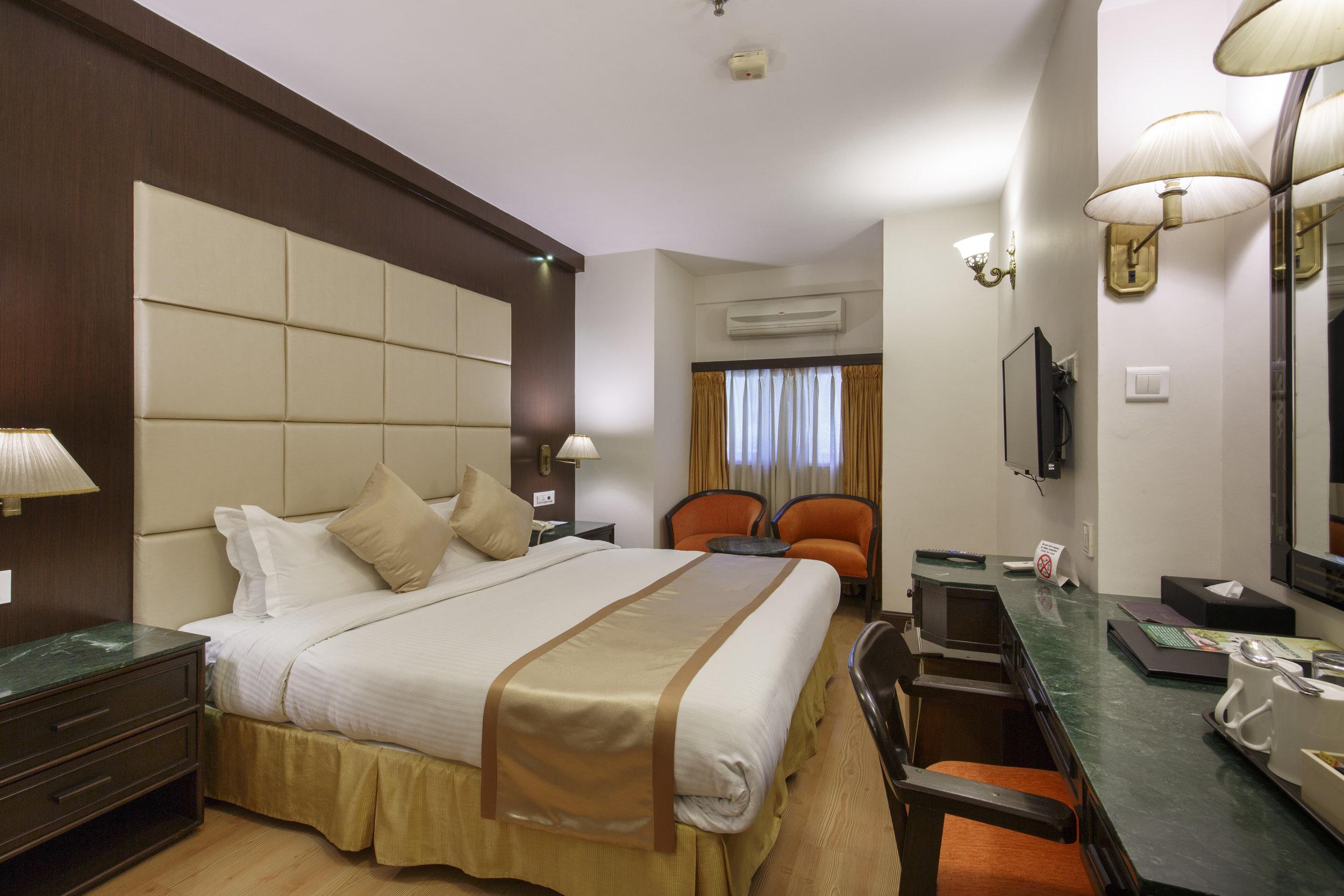 DELUXE SINGLE ROOMS (Queen Size Bed)