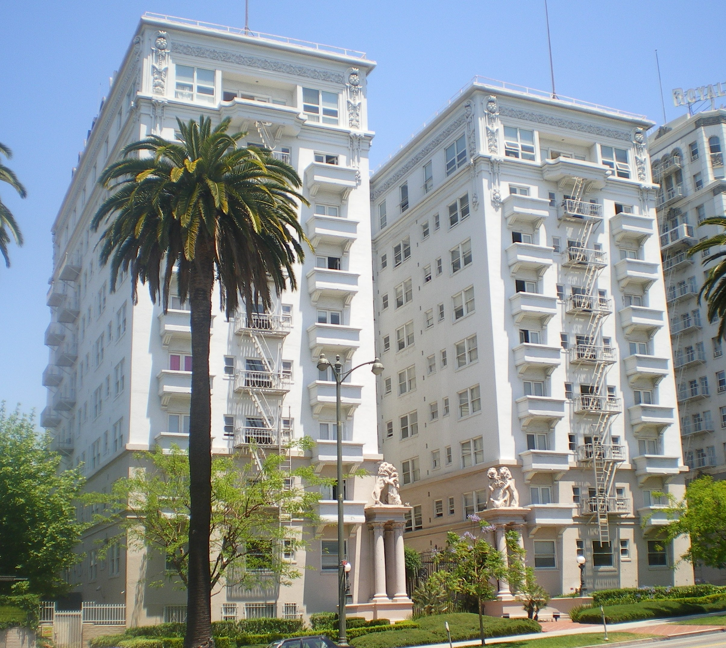 Bryson_Apartment_Hotel,_Los_Angeles.JPG