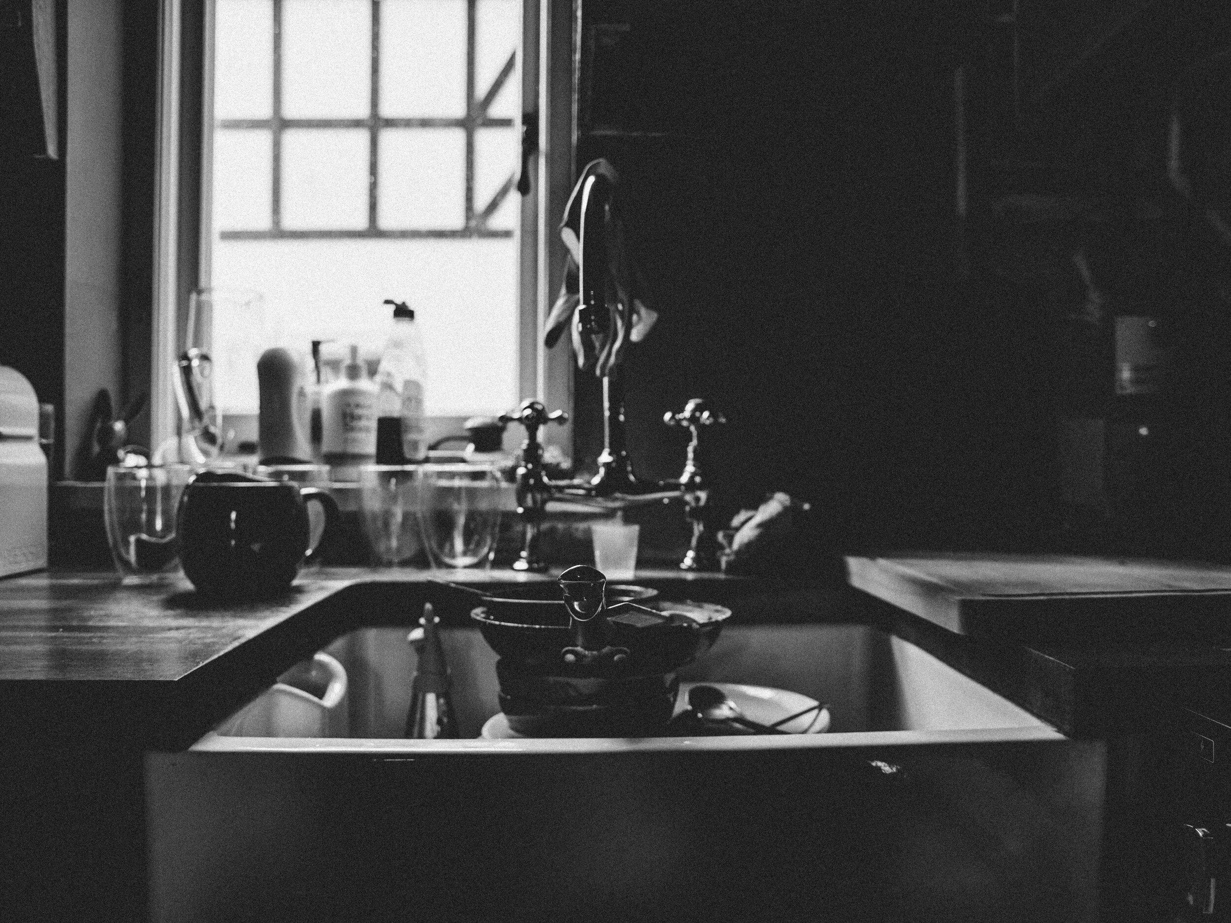 counter-dirty-faucet-1924815.jpg