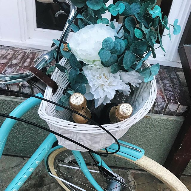 May Mondays = 🧠: at the office: ❤️: on a seaside bike 🥂 ride • • We love the way our friends at @l'auberge pack a basket 😉 • • #dmc #eventprofs #eventmanagement #incentivetravel #mondaymood