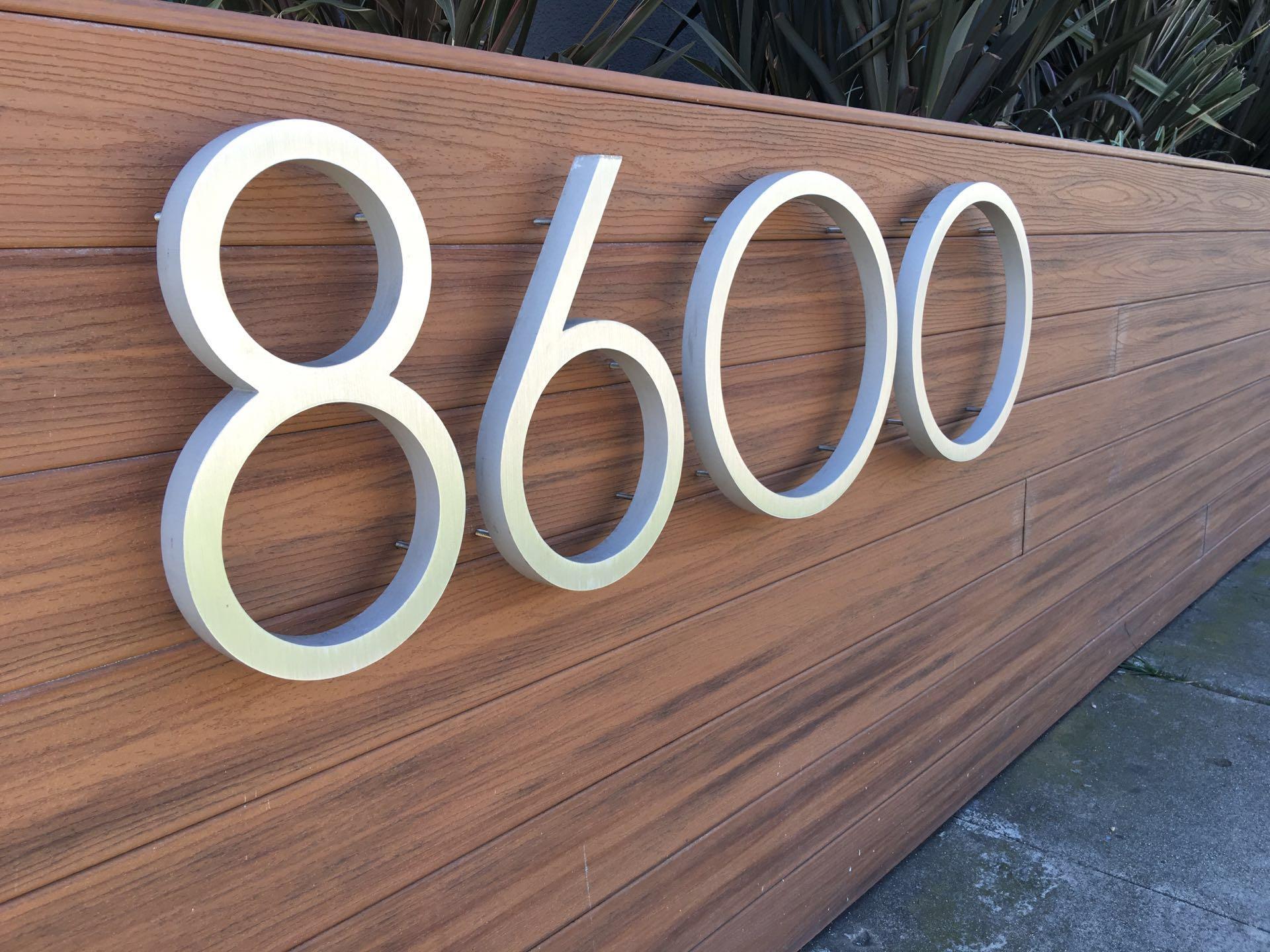8600 Burton