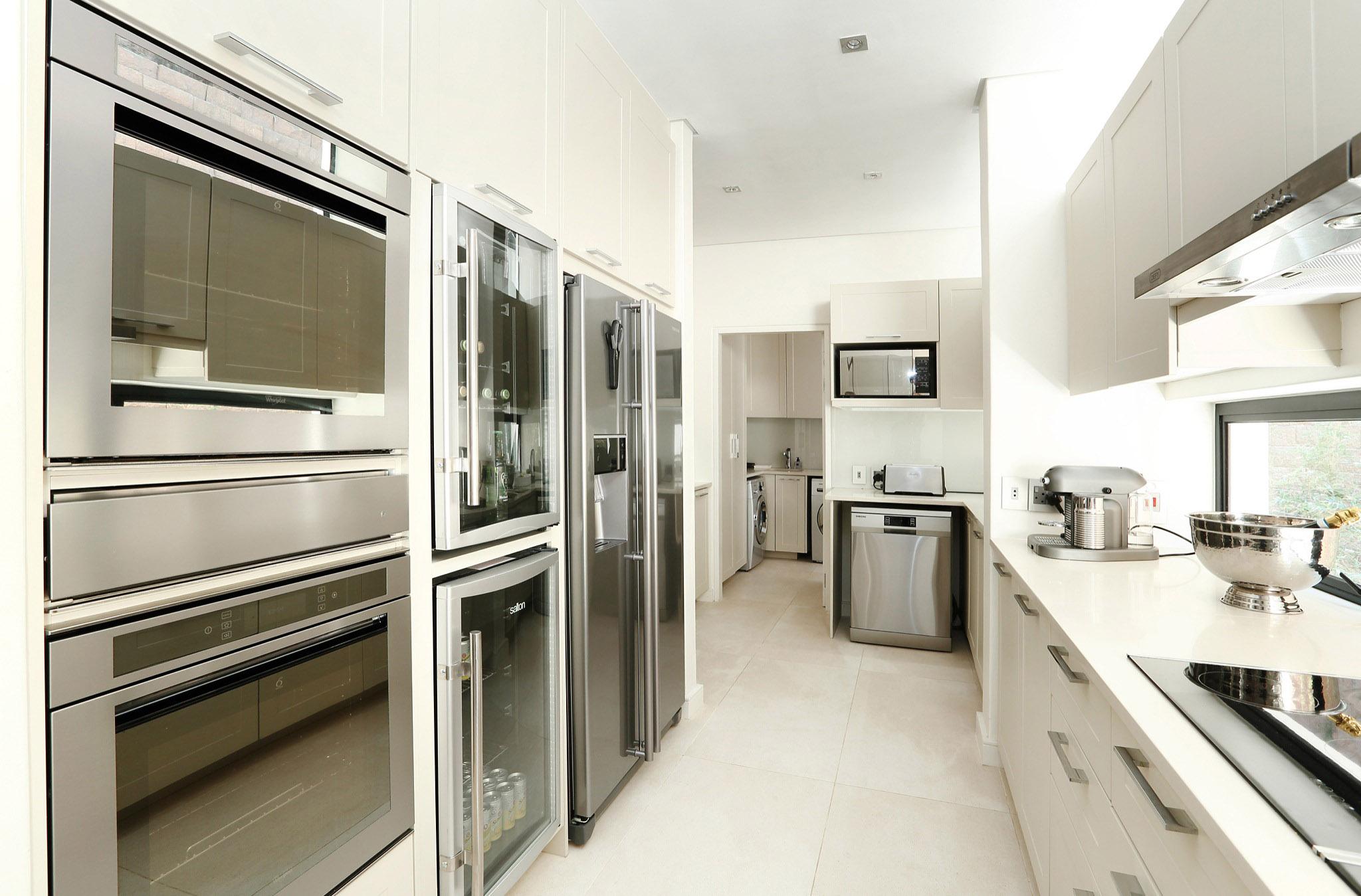 07 Kitchen-3 2048.jpg