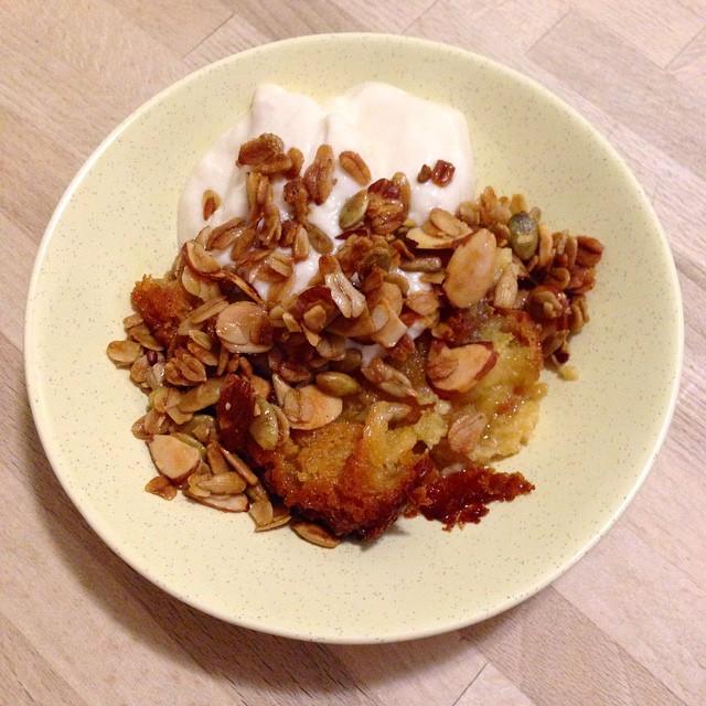 Sugar-free, gluten-free granola custard dessert