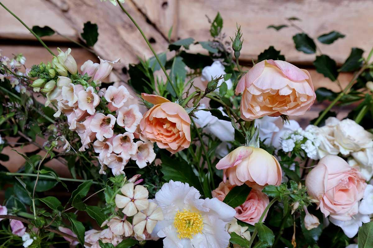 unusual-summer-wedding-flowers-02.jpg