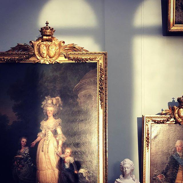 Three hours of studying 16th century paintings to 21st century plastic design at the newly renovated Nationalmuseum. - #marieantoinette #light #sun #nationalmuseum #painting #art #museum #culturalheritage #architecture #atrium #konst #arkitektur #ljus #sol #kulturarv