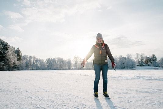 Today's micro adventure just around the corner! Ösbysjön & Ekebysjön. - #ösbysjön #ekebysjön #iceskating #ice #winter #danderyd #djursholm #lake #sjö #skridskor #långfärdsskridskor #vinter #utomhus